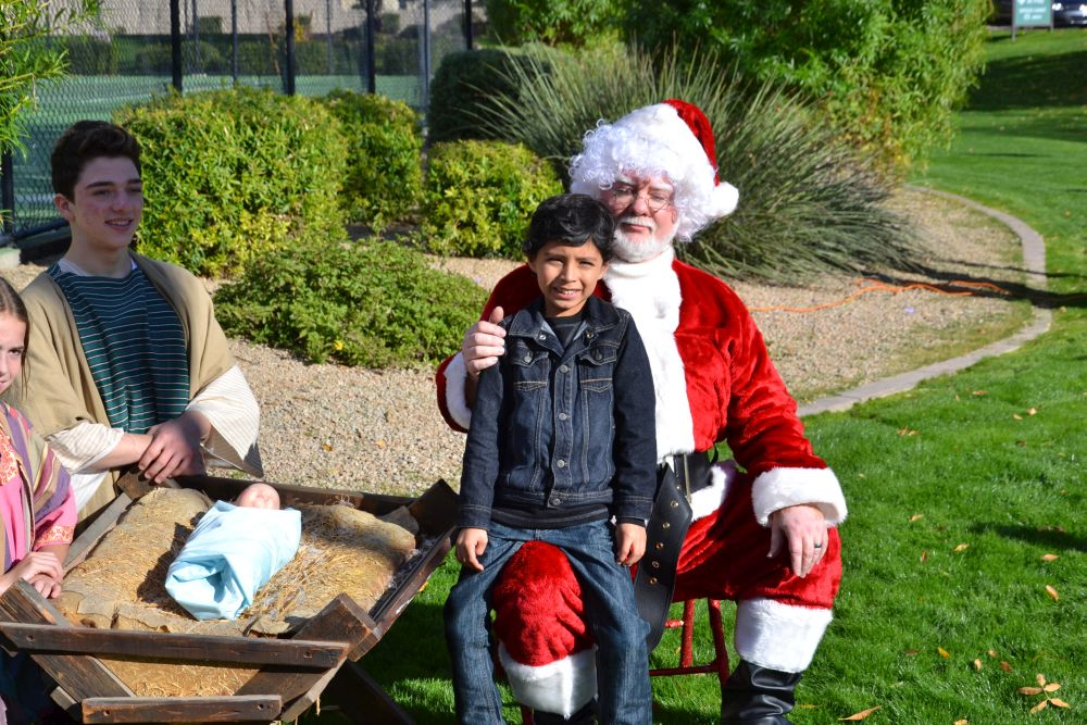 Photos with Santa and Nativity